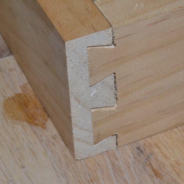 Dovetail template and joint